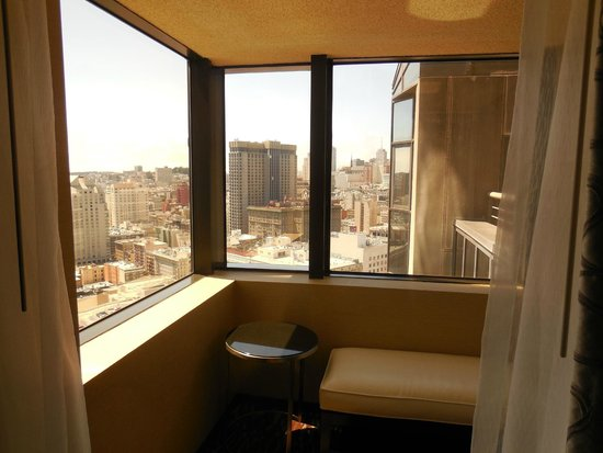 San Francisco Marriott Marquis : Corner windows with a view of the City