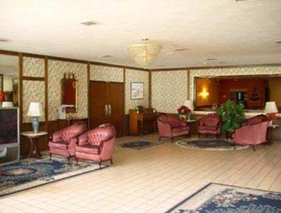 Knights Inn Napoleon: Cozy and Elegant Lobby