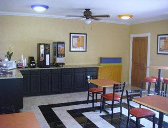 Knights Inn Arlington: Breakfast Area