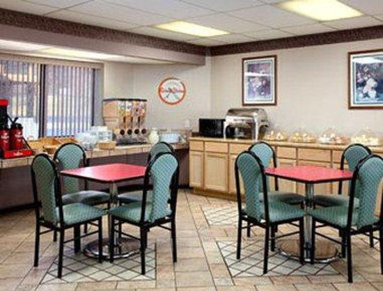 Knights Inn Roanoke : Breakfast Area