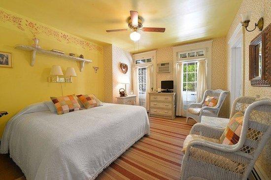 The Village Latch Inn: Main House Queen Room