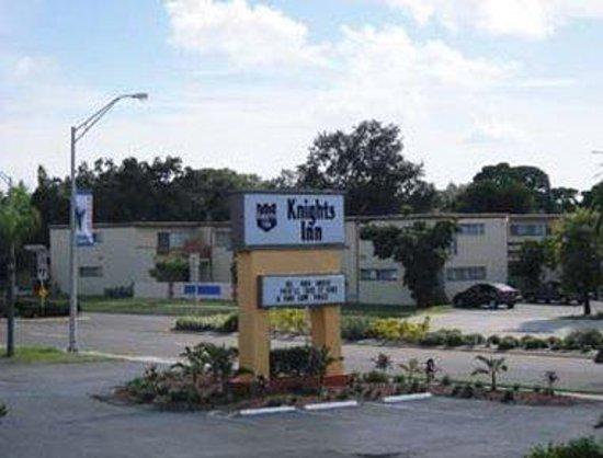 Knights Inn Sarasota: Exterior