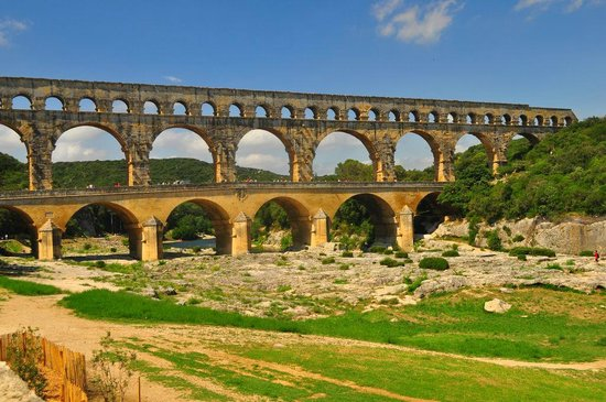 Pont du Gard: Great Roman aqueduct with river in the background