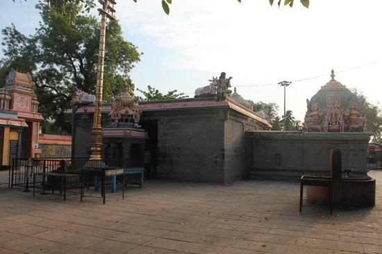 Irumbai Maakaaleswarar Temple
