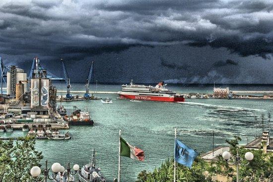 NH Ancona : Dalle finestre: il porto