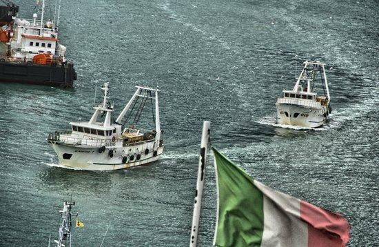 NH Ancona : Dalle finestre:il rientro dei pescherecci