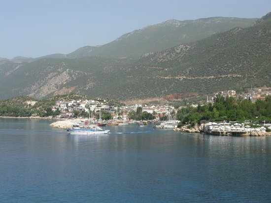 Hotel Kekova: View from the harbor toward hotel