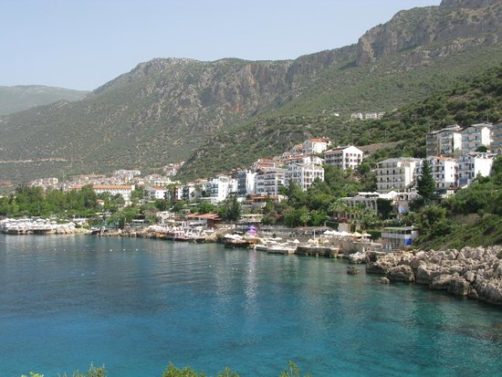 Hotel Kekova: View of the harbor while walking to the beach