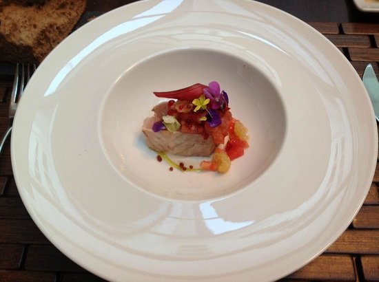 Restaurante A Tafona: Just the most beautiful bonito marinated in salt water with red fruits and flowers