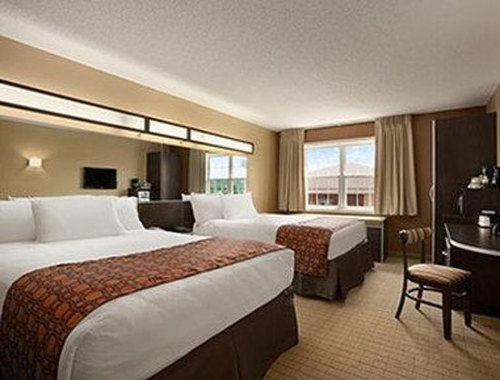 Microtel Inn & Suites by Wyndham Mineral Wells/Parkersburg: Standard Two Queen  Bed Room