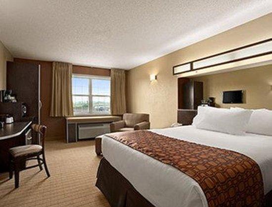 Microtel Inn & Suites by Wyndham Mineral Wells/Parkersburg: Standard Queen Bed Room
