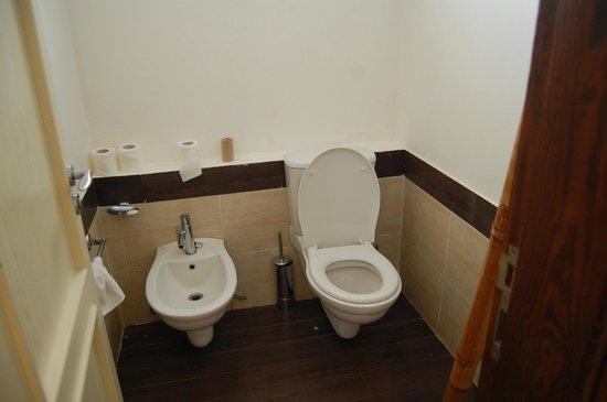 Domina Coral Bay Elisir Hotel: Gli igienici della suite