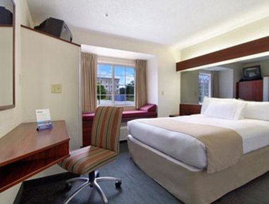 Microtel Inn by Wyndham Beckley: Standard Queen Bed Room