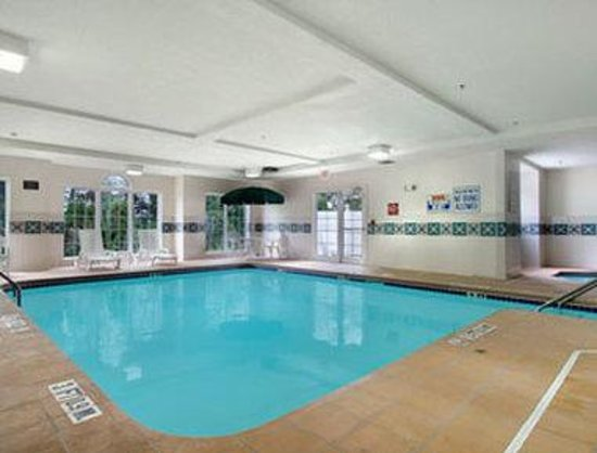 Microtel Inn by Wyndham Beckley: Pool