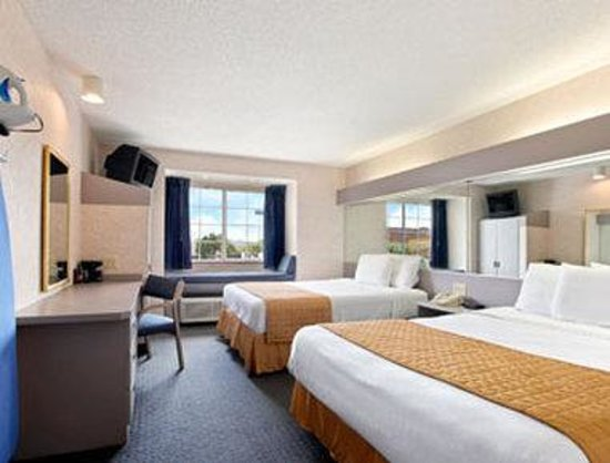 Microtel Inn & Suites by Wyndham Bowling Green: Standard Two Queen Bed Room