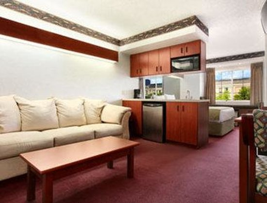 Microtel Inn & Suites by Wyndham Mason/Kings Island: Suite