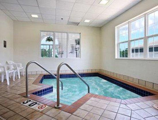 Microtel Inn & Suites by Wyndham Appleton: Hot Tub