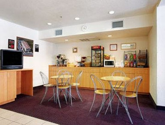 Microtel Inn & Suites by Wyndham Morgan Hill/San Jose Area: Breakfast Area