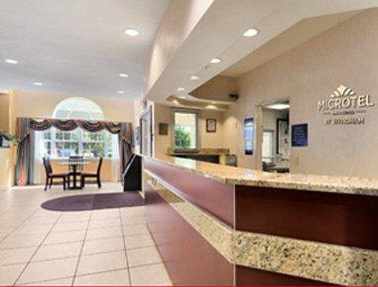 Microtel Inn & Suites by Wyndham San Antonio Airport North: Lobby