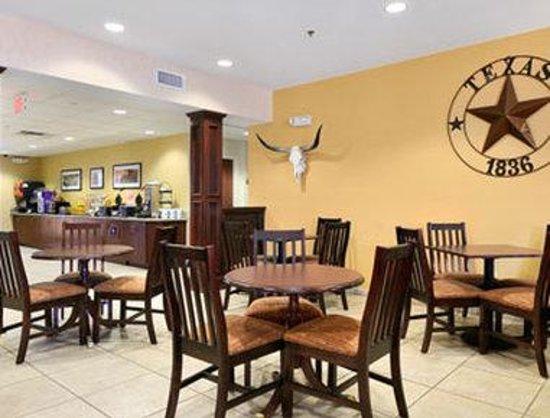 Microtel Inn & Suites by Wyndham San Antonio Airport North: Breakfast Area