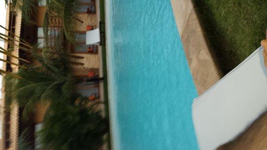 Praia Bonita Resort & Convention: Beira da longa piscina