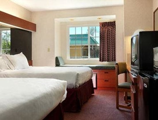 Microtel Inn & Suites by Wyndham Winston Salem: Queen  Double Room