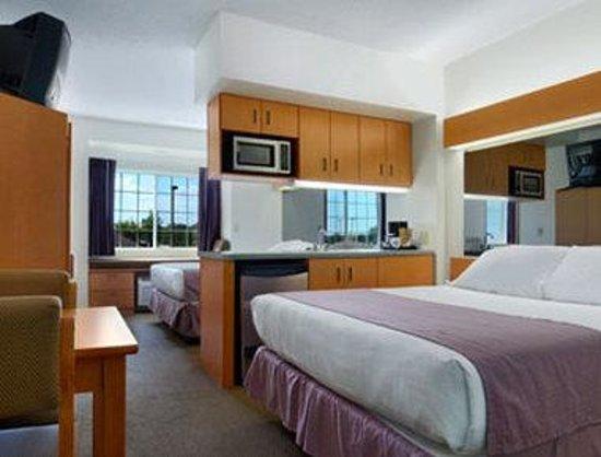 Microtel Inn & Suites by Wyndham Plattsburgh: Double Suite