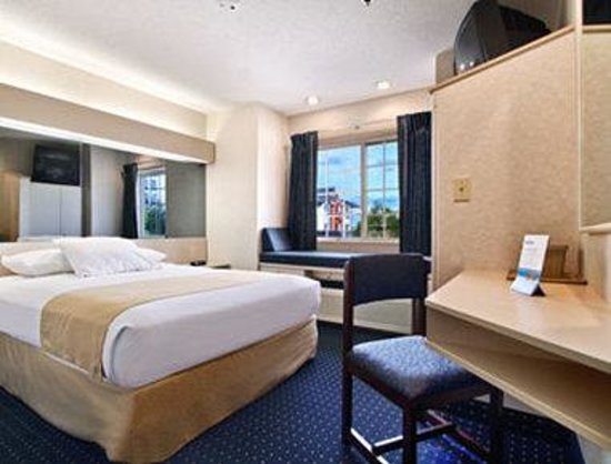 Microtel Inn & Suites by Wyndham Philadelphia Airport: Standard One Queen Room
