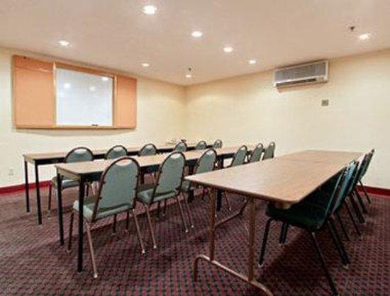 Microtel Inn & Suites by Wyndham Philadelphia Airport : Meeting Room
