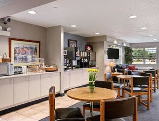 Microtel Inn & Suites by Wyndham Clear Lake: Breakfast Area