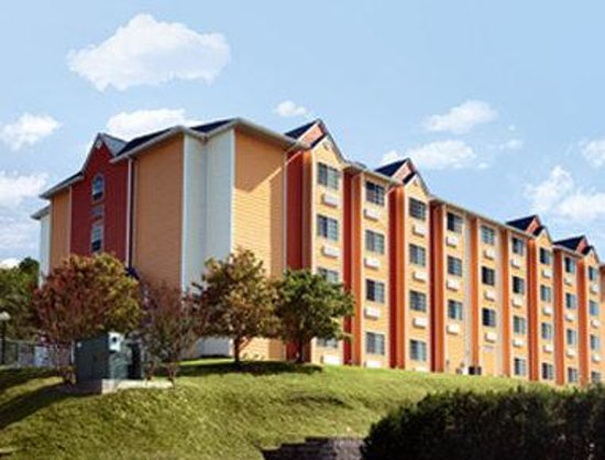 Microtel Inn & Suites by Wyndham Pigeon Forge: Welcome to the Microtel Pigeon Forge Music Road