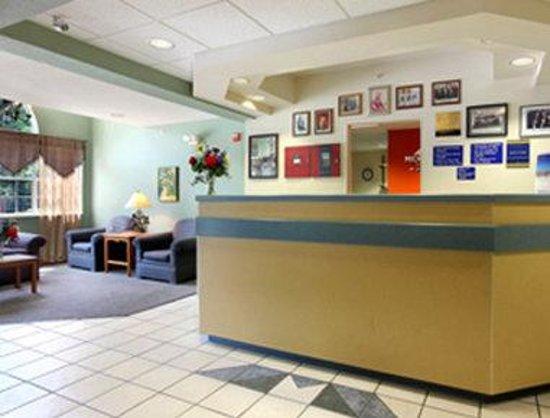 Microtel Inn & Suites by Wyndham Pigeon Forge: Lobby