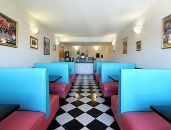 Microtel Inn & Suites by Wyndham Pigeon Forge: Breakfast Area