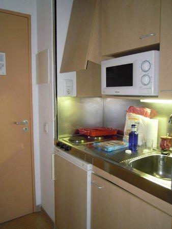 Residencia Universitaria Torre Girona: cocina equipada