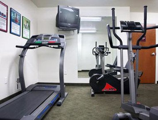 Microtel Inn & Suites by Wyndham Miami: Fitness Center