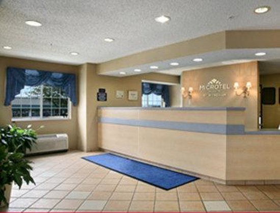 Microtel Inn & Suites by Wyndham Independence: Lobby