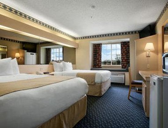 Microtel Inn & Suites by Wyndham Independence: Standard Two Queen Room