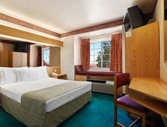 Microtel Inn & Suites by Wyndham Albuquerque West: Standard Queen Bed Room