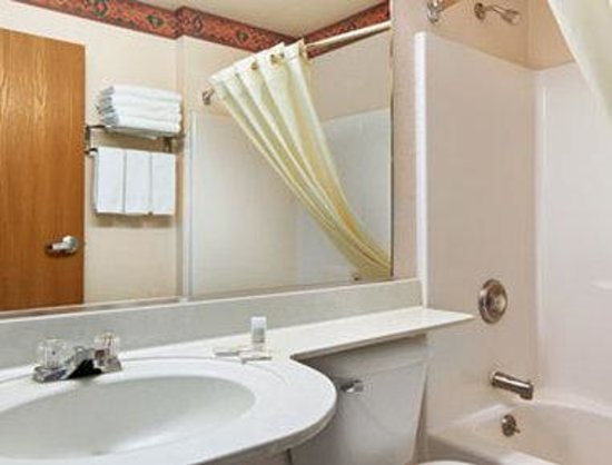 Microtel Inn & Suites by Wyndham Albuquerque West: Bathroom