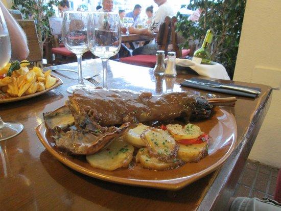 Toro Negro Steakhouse : shoulder of lamb, strange presentation but excellent taste