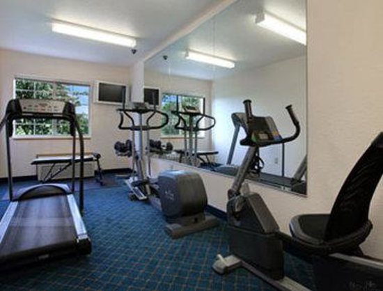 Microtel Inn & Suites by Wyndham Tomah: Fitness Center