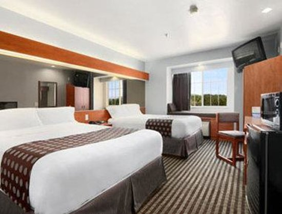 Microtel Inn & Suites by Wyndham Garland/Dallas : Standard Two Queen Bed Room