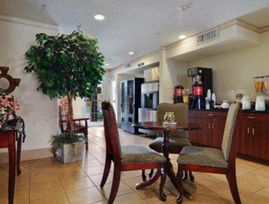 Microtel Inn & Suites by Wyndham Tifton: Breakfast Area