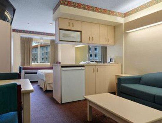 Microtel Inn & Suites by Wyndham Tifton: Suite