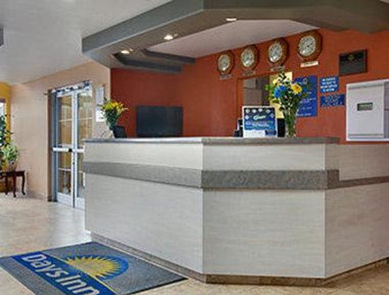 Days Inn & Suites Spokane Airport Airway Heights : Lobby