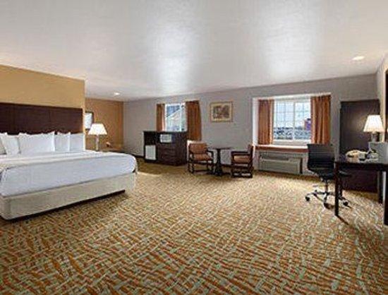 Days Inn & Suites Spokane Airport Airway Heights : King Suite