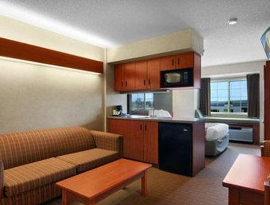 Microtel Inn & Suites by Wyndham Springville: Suite