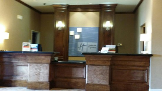 Holiday Inn Express Hotel & Suites Houston-Alvin: Front desk