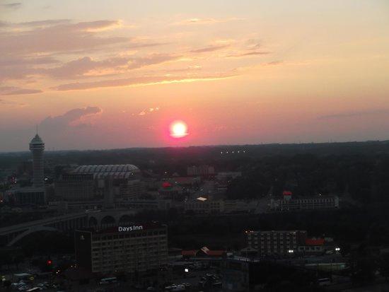 Seneca Niagara Resort & Casino: View of Sunset from the room