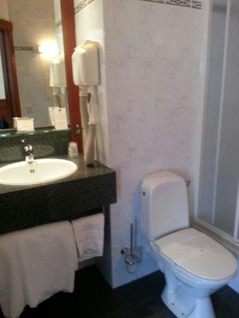 Hotel et Restaurant Hamiot: Salle de bains